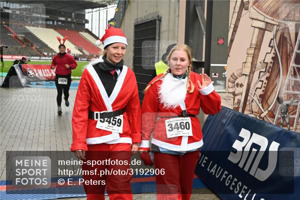 08.12.2019 - St. Pauli X-Mass-Run No. 9 E. Peters http://msf.ph/oto/3192906 08.12.2019 12:05:56 Ziel 2535, 2536, 2652, 2802, 2939, 3026, 3128, 3340, 3438, 3459, 3460, 3492 meine-sportfotos.de