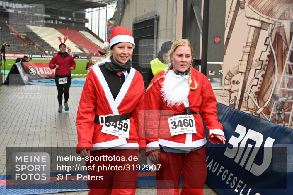 08.12.2019 - St. Pauli X-Mass-Run No. 9 E. Peters http://msf.ph/oto/3192907 08.12.2019 12:05:56 Ziel 2535, 2536, 2652, 2802, 2939, 3026, 3128, 3340, 3438, 3459, 3460, 3492 meine-sportfotos.de