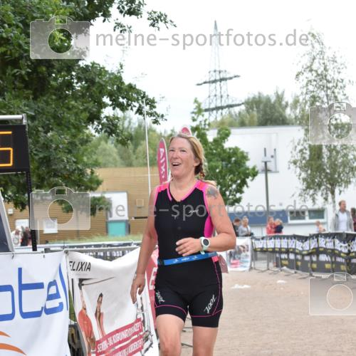 01.09.2019 - 13. Tribühne Triathlon E. Peters http://msf.ph/oto/2731717 01.09.2019 17:50:42 Ziel 1828 meine-sportfotos.de