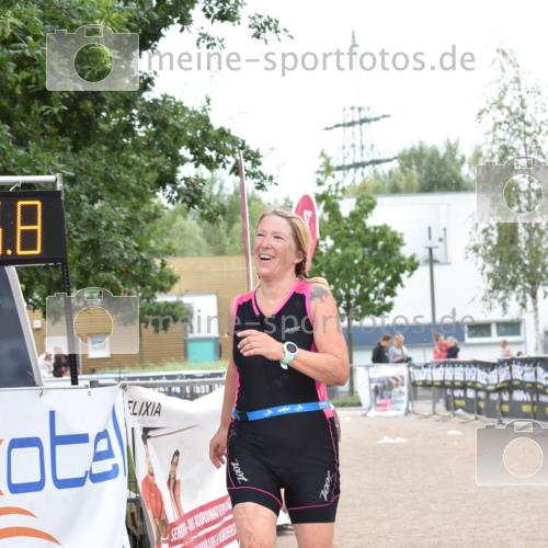 01.09.2019 - 13. Tribühne Triathlon E. Peters http://msf.ph/oto/2731718 01.09.2019 17:50:42 Ziel 1828 meine-sportfotos.de