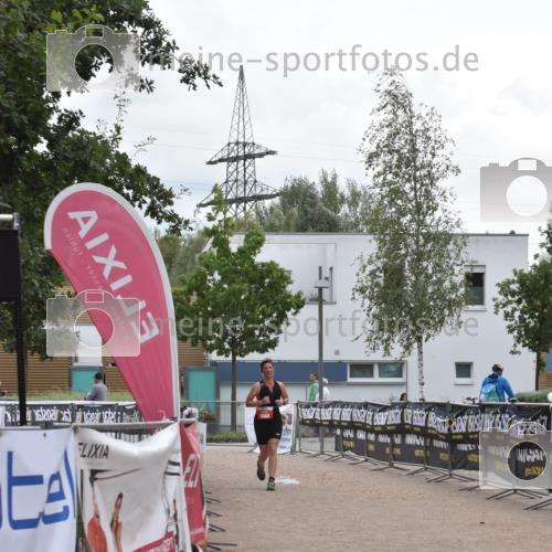 01.09.2019 - 13. Tribühne Triathlon E. Peters http://msf.ph/oto/2731729 01.09.2019 17:51:36 Ziel 1804 meine-sportfotos.de