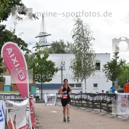 01.09.2019 - 13. Tribühne Triathlon E. Peters http://msf.ph/oto/2731732 01.09.2019 17:51:39 Ziel 1804 meine-sportfotos.de