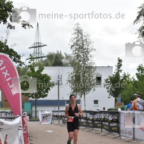 01.09.2019 - 13. Tribühne Triathlon E. Peters http://msf.ph/oto/2731733 01.09.2019 17:51:41 Ziel 1804 meine-sportfotos.de