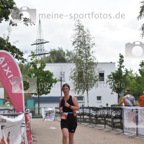 01.09.2019 - 13. Tribühne Triathlon E. Peters http://msf.ph/oto/2731736 01.09.2019 17:51:42 Ziel 1804 meine-sportfotos.de