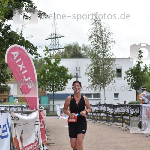 01.09.2019 - 13. Tribühne Triathlon E. Peters http://msf.ph/oto/2731738 01.09.2019 17:51:43 Ziel 1804 meine-sportfotos.de