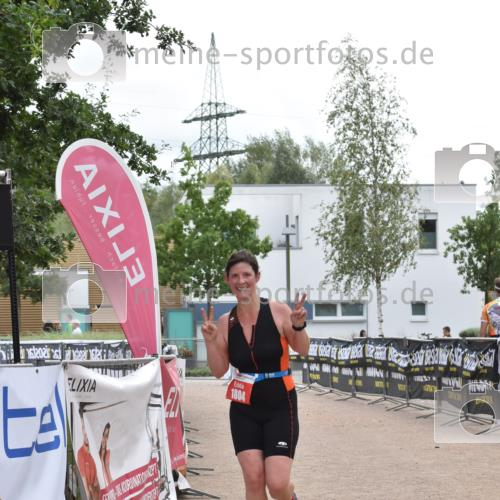 01.09.2019 - 13. Tribühne Triathlon E. Peters http://msf.ph/oto/2731740 01.09.2019 17:51:43 Ziel 1804 meine-sportfotos.de
