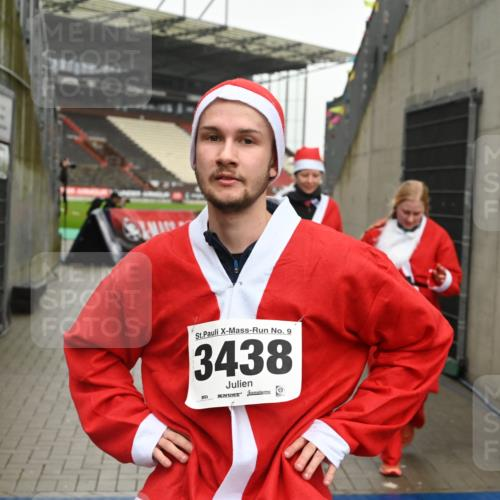 08.12.2019 - St. Pauli X-Mass-Run No. 9 E. Peters http://msf.ph/oto/3192899 08.12.2019 12:05:54 Ziel 2652, 2802, 2933, 2939, 3026, 3058, 3059, 3128, 3148, 3340, 3429, 3438, 3459, 3460, 3492 meine-sportfotos.de