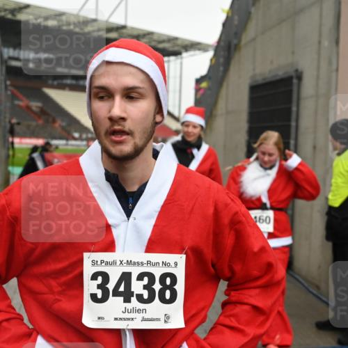 08.12.2019 - St. Pauli X-Mass-Run No. 9 E. Peters http://msf.ph/oto/3192901 08.12.2019 12:05:54 Ziel 2652, 2802, 2933, 2939, 3026, 3058, 3059, 3128, 3148, 3340, 3429, 3438, 3459, 3460, 3492 meine-sportfotos.de