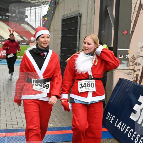 08.12.2019 - St. Pauli X-Mass-Run No. 9 E. Peters http://msf.ph/oto/3192904 08.12.2019 12:05:56 Ziel 2535, 2536, 2652, 2802, 2939, 3026, 3128, 3340, 3438, 3459, 3460, 3492 meine-sportfotos.de