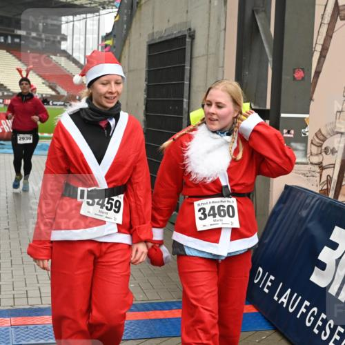 08.12.2019 - St. Pauli X-Mass-Run No. 9 E. Peters http://msf.ph/oto/3192905 08.12.2019 12:05:56 Ziel 2535, 2536, 2652, 2802, 2939, 3026, 3128, 3340, 3438, 3459, 3460, 3492 meine-sportfotos.de