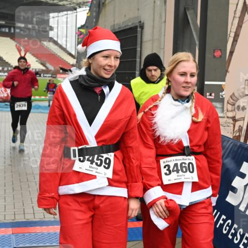 08.12.2019 - St. Pauli X-Mass-Run No. 9 E. Peters http://msf.ph/oto/3192908 08.12.2019 12:05:57 Ziel 2535, 2536, 2652, 2802, 2939, 3026, 3128, 3340, 3438, 3459, 3460, 3492 meine-sportfotos.de