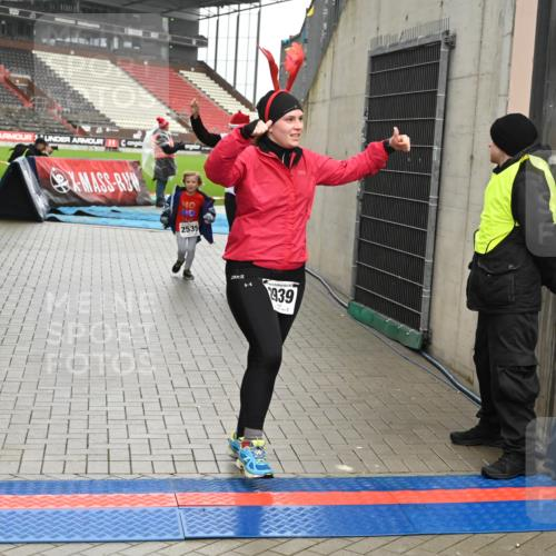 08.12.2019 - St. Pauli X-Mass-Run No. 9 E. Peters http://msf.ph/oto/3192914 08.12.2019 12:05:59 Ziel 2535, 2536, 2652, 2802, 2939, 3026, 3128, 3340, 3438, 3459, 3460, 3492 meine-sportfotos.de
