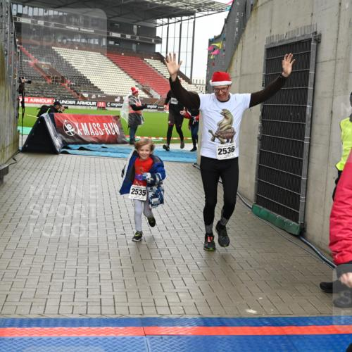 08.12.2019 - St. Pauli X-Mass-Run No. 9 E. Peters http://msf.ph/oto/3192920 08.12.2019 12:06:01 Ziel 2535, 2536, 2651, 2652, 2802, 2939, 2947, 2978, 3026, 3128, 3438, 3459, 3460, 3492, 3493 meine-sportfotos.de