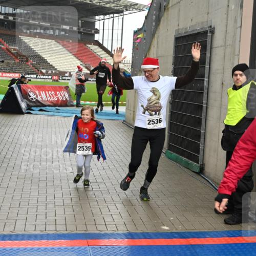 08.12.2019 - St. Pauli X-Mass-Run No. 9 E. Peters http://msf.ph/oto/3192922 08.12.2019 12:06:02 Ziel 2535, 2536, 2651, 2652, 2802, 2939, 2947, 2978, 3026, 3128, 3438, 3459, 3460, 3492, 3493, 3494 meine-sportfotos.de
