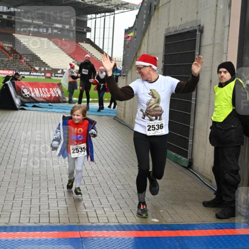 08.12.2019 - St. Pauli X-Mass-Run No. 9 E. Peters http://msf.ph/oto/3192924 08.12.2019 12:06:02 Ziel 2535, 2536, 2651, 2652, 2802, 2939, 2947, 2978, 3026, 3128, 3438, 3459, 3460, 3492, 3493, 3494 meine-sportfotos.de